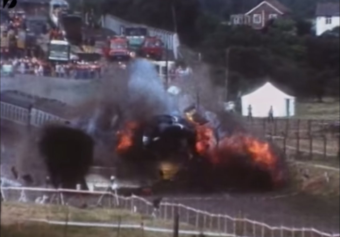 Снимка: Огнен Ад Край Костенец! Влак Е Обхванат В Пламъци!