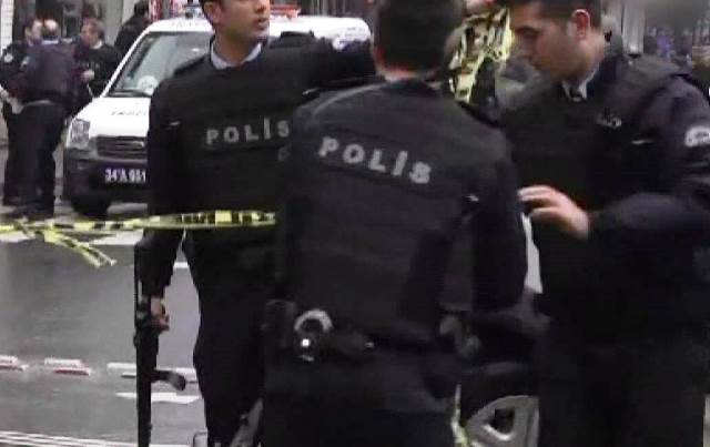 Пред изборна секция в Истанбул зам.-председателят на Добрата партия Юмит