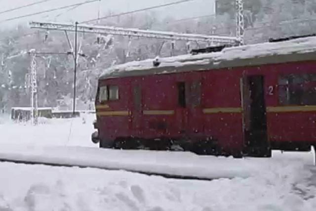 Пътнически влак е ударил странично 74-годишен мъж, който вървял в