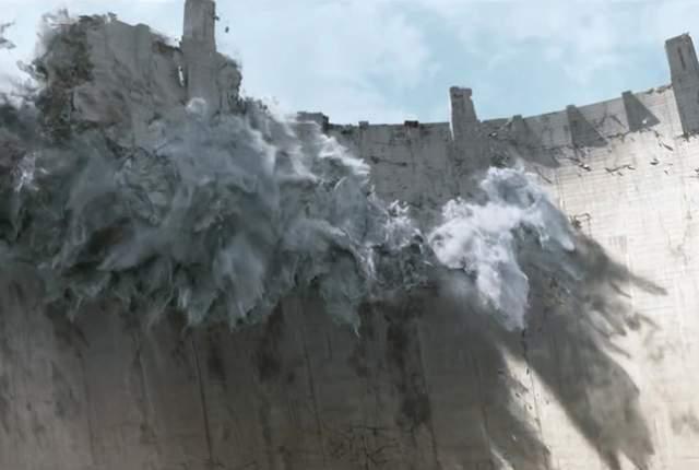 Стената е пропукана много отдавна. На две места е изядена.