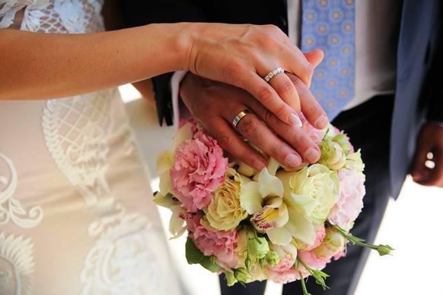 Двамата обявиха плановете си за брак през март тази година,