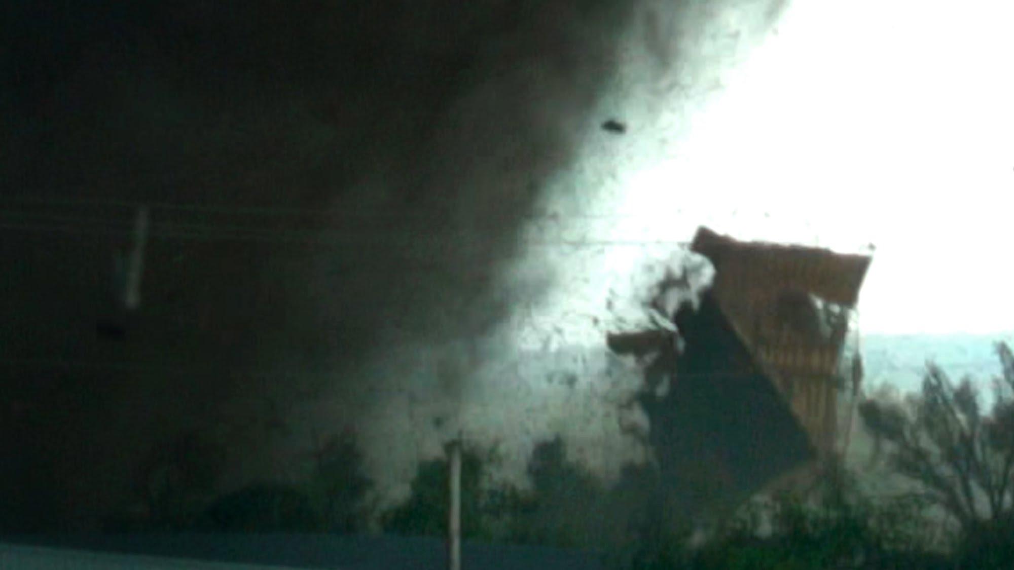 Снимка: Бнр Гърми: Връхлетя Адска Буря! Жертвите Вече Са 4! Масова Евакуация!