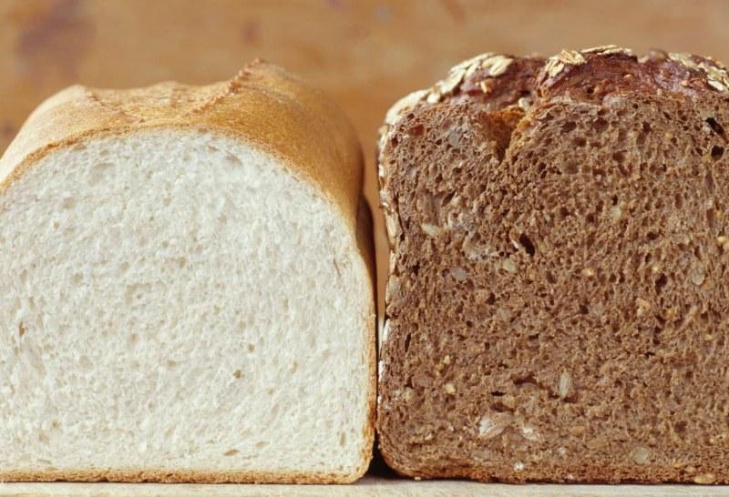 Съхраняването на черен и бял хляб в горещи
