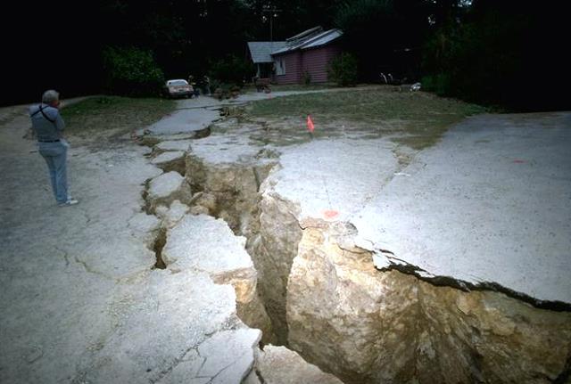 Земетресението с магнитуд 5,6 бе с епицентър на 13 километра