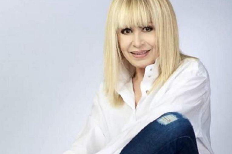 Естрадната легенда Лили Иванова се маже с крем против бръчки
