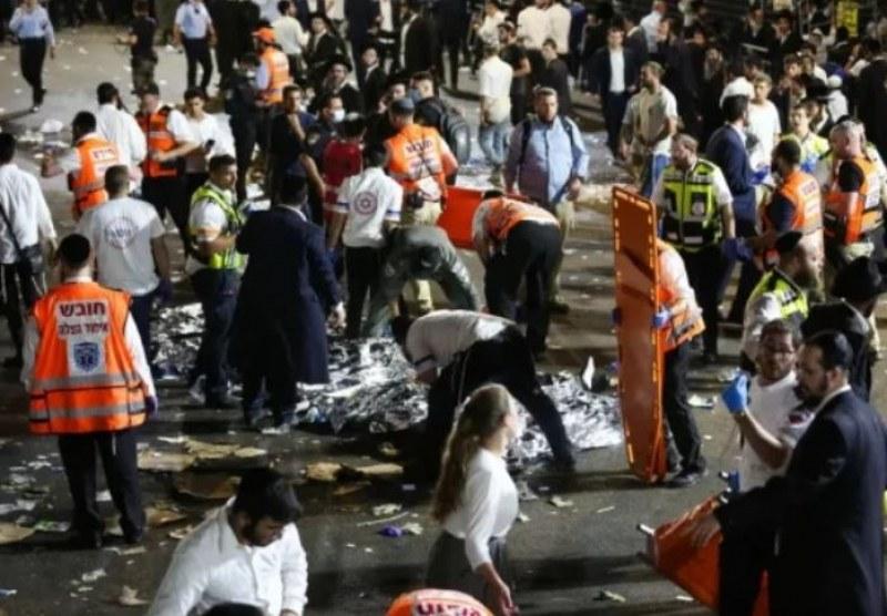 Десетки хора загинаха, а над 100 са ранени