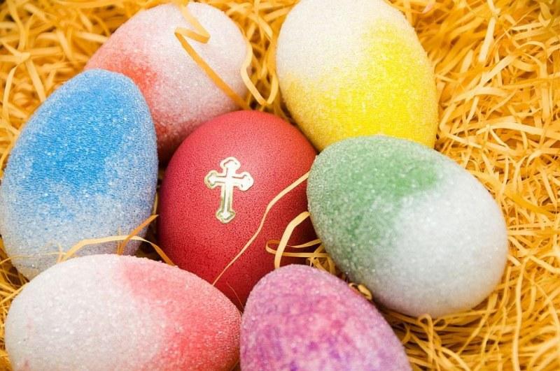 По традиция великденските яйца се боядисват на