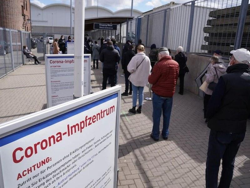 Центърът за ваксинации в Хамбург изхвърли над 40